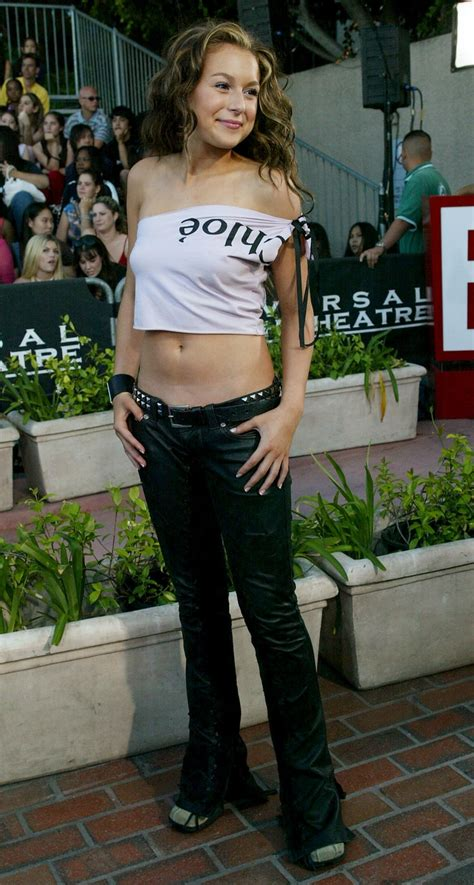 17 Bare Midriffs of the Early 2000s That Attempted Sexy