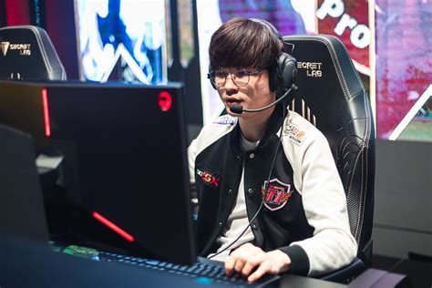 Faker keeps his cool after suffering another nasty fall in