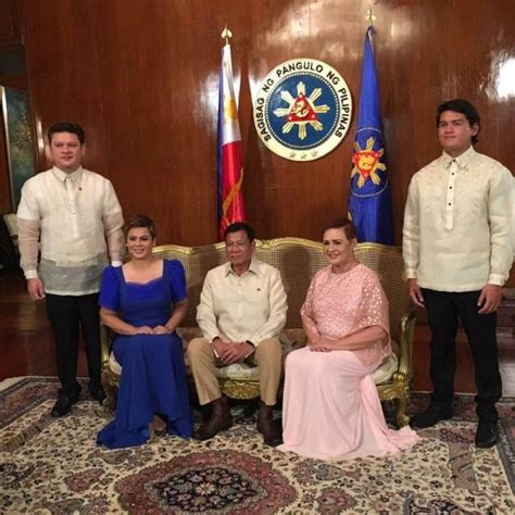 Duterte's families arrive separately in Malacañang | News