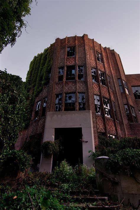 Riverside Hospital (North Brother Island): an Abandoned